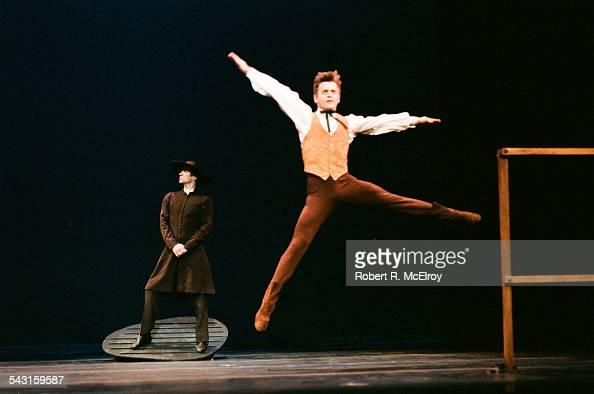 Russian-born American dancer Mikhail Baryshnikov performs