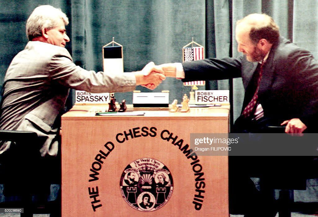 Russian-born chess master Boris Spassky (L) shakes : News Photo