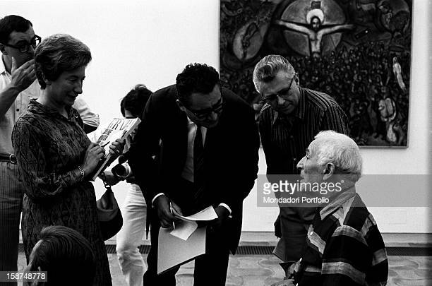 Russian-born French painter Marc Chagall talking to Italian journalist Guido Gerosa and other journalists. Saint-Paul de Vence, September 1967