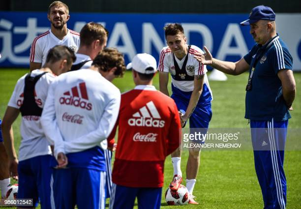 Russia's coach Stanislav Cherchesov talks to players during a training session in Novogorsk outside Moscow on June 28 ahead of their Russia 2018...