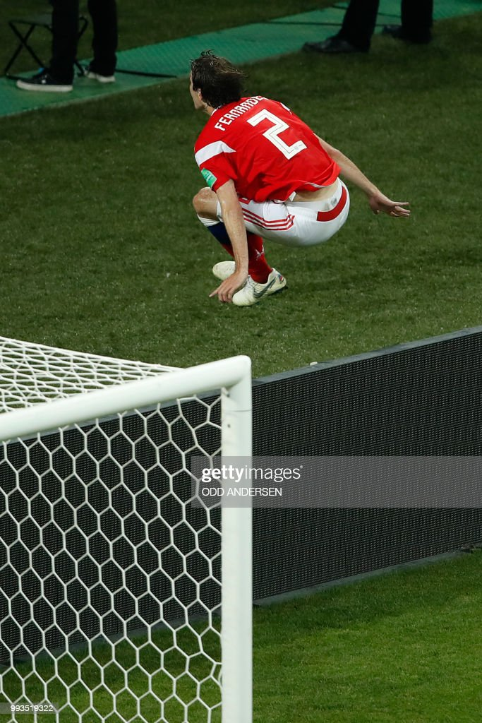 TOPSHOT - Russia's defender Mario Fernandes celebrates after scoring a goal during the Russia 2018 World Cup quarter-final football match between Russia and Croatia at the Fisht Stadium in Sochi on July 7, 2018. (Photo by Odd ANDERSEN / AFP) / RESTRICTED
