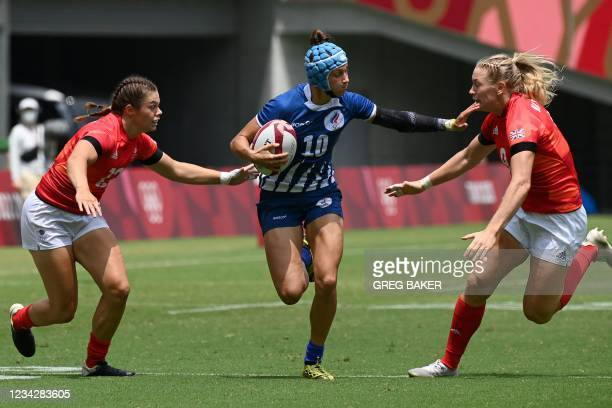 Russia's Elena Zdrokova runs with the ball during the women's pool A rugby sevens match between Russia and Britain during the Tokyo 2020 Olympic...