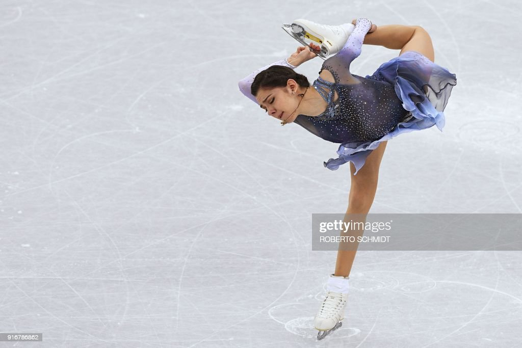 TOPSHOT - Russia's Evgenia Medvedeva competes in the figure skating team event women's single skating short program during the Pyeongchang 2018 Winter Olympic Games at the Gangneung Ice Arena in Gangneung on February 11, 2018. / AFP PHOTO / Roberto SCHMIDT