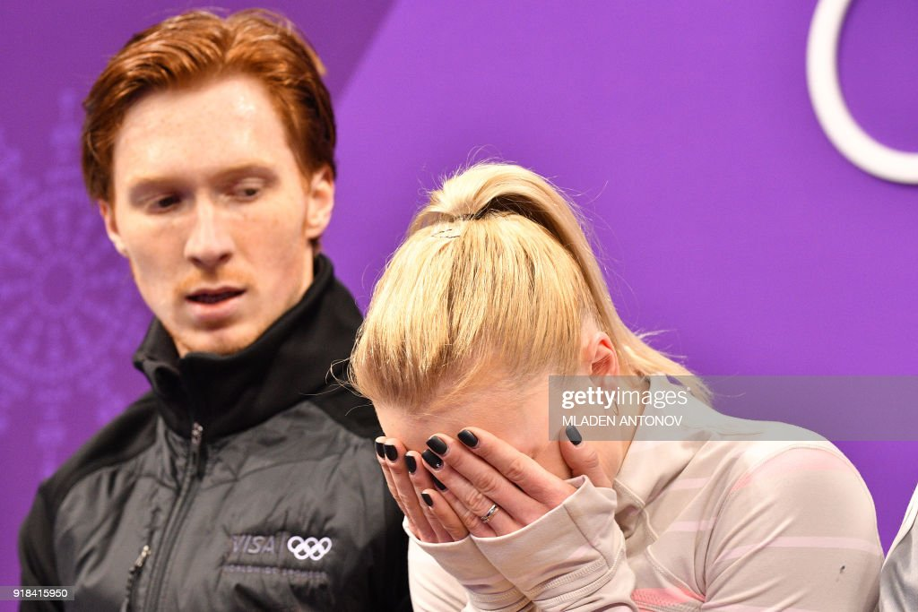 TOPSHOT - Russia's Evgenia Tarasova and Russia's Vladimir Morozov react after the pair skating free skating of the figure skating event during the Pyeongchang 2018 Winter Olympic Games at the Gangneung Ice Arena in Gangneung on February 15, 2018. / AFP PHOTO / Mladen ANTONOV