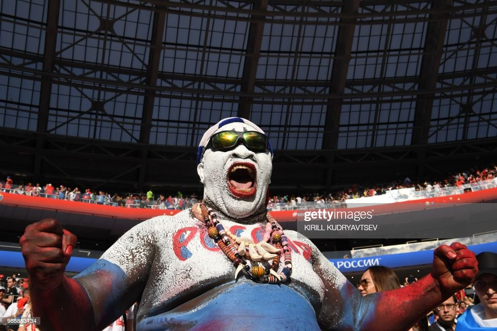 Russia's fan cheers his team during the Russia 2018 World Cup round of 16 football match between Spain and Russia at the Luzhniki Stadium in Moscow on July 1, 2018. (Photo by Kirill KUDRYAVTSEV / AFP) / RESTRICTED