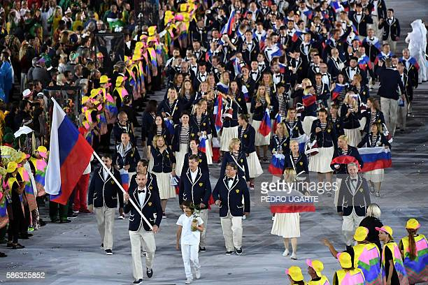 TOPSHOT Russia's flagbearer Sergei Tetyukhin leads his delegation during the opening ceremony of the Rio 2016 Olympic Games at the Maracana stadium...