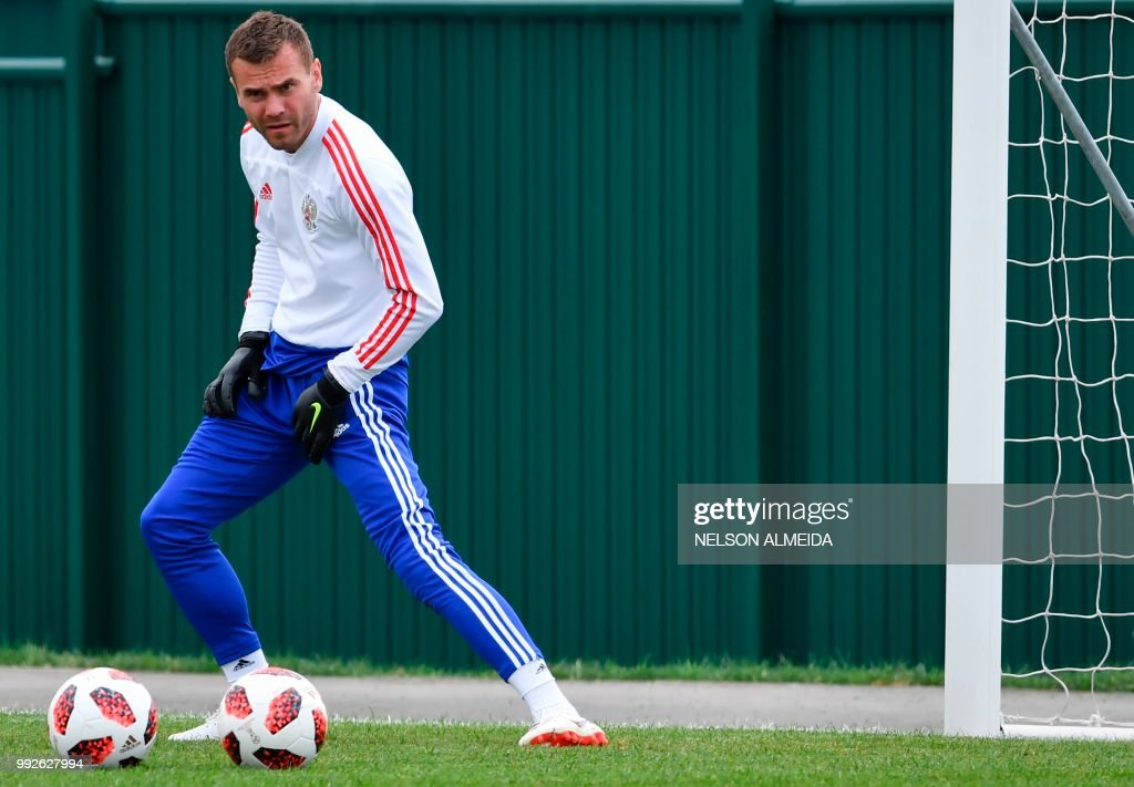 d82cba85cb3 Russia s goalkeeper Igor Akinfeev attends a training session at the ...