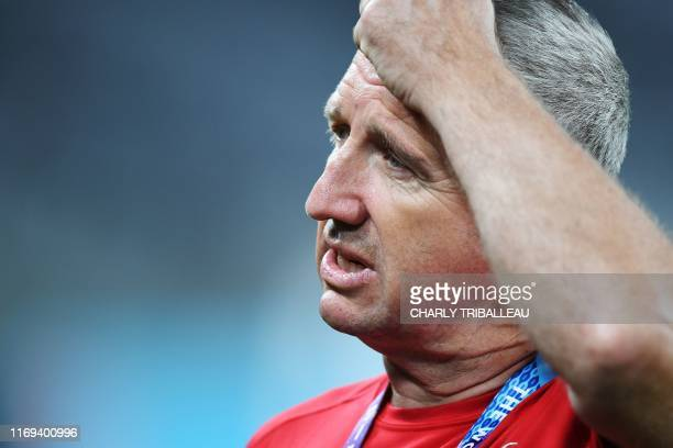 Russia's head coach Lyn Jones takes part in a captain's run training sesion at the Tokyo stadium in Tokyo on September 19 ahead of the Japan 2019...