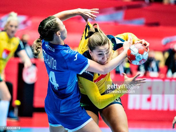 Russia's Left back Polina Vedekhina and Sweden's Pivot Anna Lagerquist vie during the preliminary round match between Russia and Sweden of the 2020...