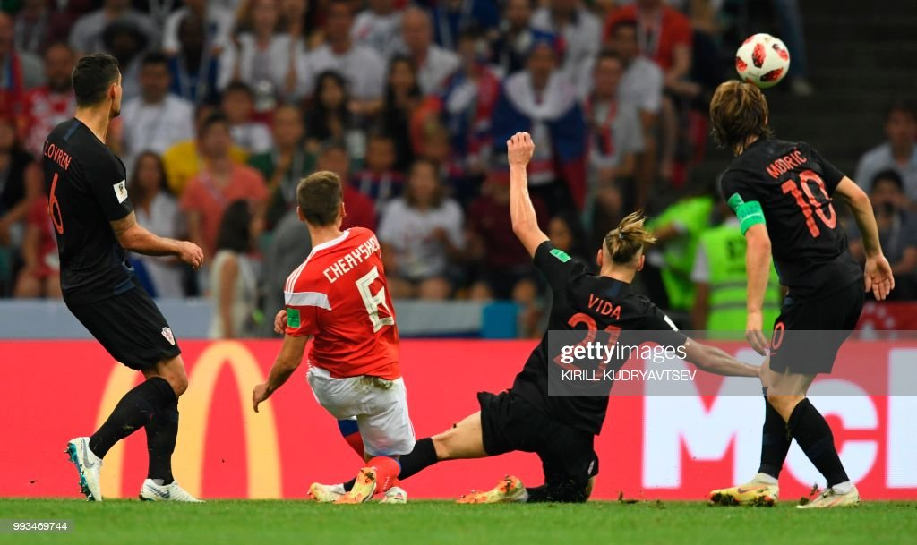 TOPSHOT - Russia's midfielder Denis Cheryshev shoots to score the opening goal during the Russia 2018 World Cup quarter-final football match between Russia and Croatia at the Fisht Stadium in Sochi on July 7, 2018. (Photo by Kirill KUDRYAVTSEV / AFP) / RESTRICTED