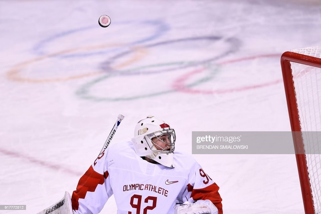 TOPSHOT - Russia's Nadezda Morozova looks for the puck after blocking a shot in the women's preliminary round ice hockey match between the US and Olympic Athletes from Russia during the Pyeongchang 2018 Winter Olympic Games at the Kwandong Hockey Centre in Gangneung on February 13, 2018. / AFP PHOTO / Brendan Smialowski