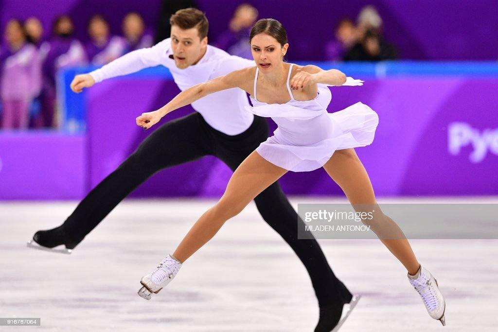 TOPSHOT - Russia's Natalia Zabiiako and Russia's Alexander Enbert compete in the figure skating team event pair skating free skating during the Pyeongchang 2018 Winter Olympic Games at the Gangneung Ice Arena in Gangneung on February 11, 2018. / AFP PHOTO / Mladen ANTONOV
