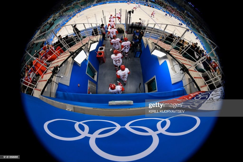 TOPSHOT - Russia's players arrive to the men's preliminary round ice hockey match between Slovakia and Olympic Athletes from Russia during the Pyeongchang 2018 Winter Olympic Games at the Gangneung Hockey Centre in Gangneung on February 14, 2018. / AFP PHOTO / Kirill KUDRYAVTSEV