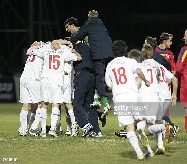 Russia's players jubilate after they won their Euro 2008 Group E qualification football match 21 November 2007 in Andorra AFP PHOTO PASCAL PAVANI
