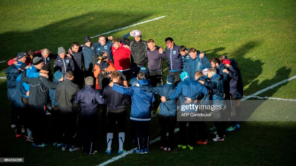 Russia's Yenisey-STM rugby team players take part in a training session at Moscow's Slava stadium on October 20, 2017 on the eve of their European Challenge Cup game against Dragons (Wales). / AFP PHOTO / Alexander NEMENOV / TO GO WITH AFP STORY BY Thibault MARCHAND