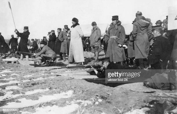 RussischJapanischer Krieg Das japanische Militär bei Schiessübungen mit dem deutschen Major Günther von Etzel Valerian Gribayedoff Originalaufnahme...