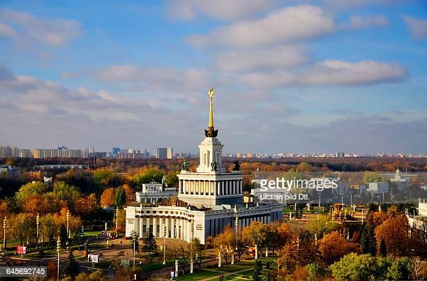 Russland Moskau Architektur der Zentrale Pavillon Nr 1 auf dem Gelände des Ausstellungszentrums WWZ früherer Name WDNCh errichtet 1954 Architekten J...
