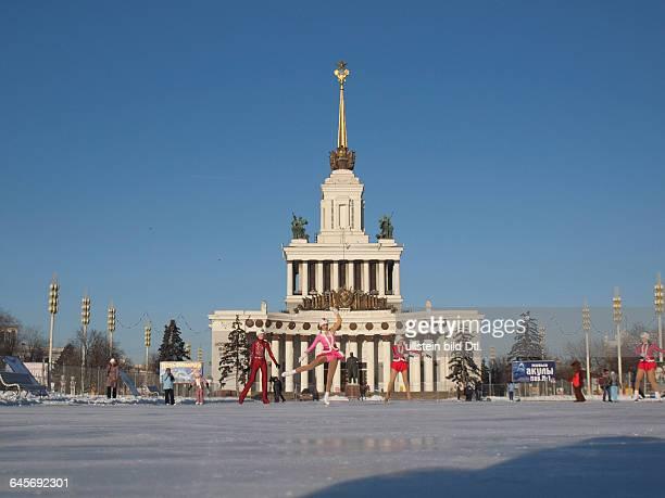 Russland Moskau der Zentrale Pavillon Nr 1 auf dem Gelände des Ausstellungszentrums WWZ früherer Name WDNCh errichtet 1954 Architekten J W Schtschuko...