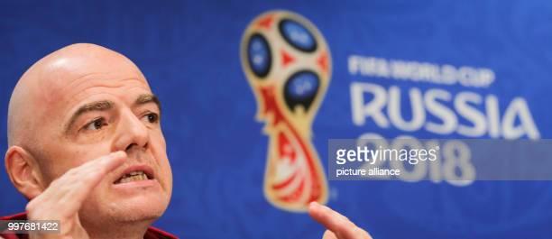 Fußball WM FIFAPräsident Gianni Infantino kommt zu einer Pressekonferenz Photo Christian Charisius/dpa