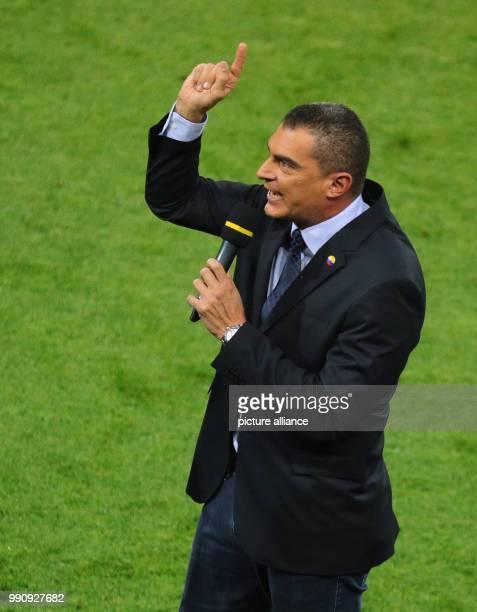 Fußball WM Finalrunde Achtelfinale Kolumbien England im SpartakStadion Der ehemalige kolumbianische Fußballtorwart Faryd Mondragon spricht zu den...
