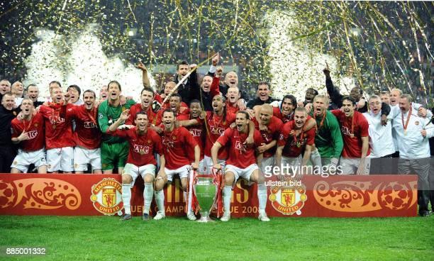 UEFA Champions League Saison 2007/2008 Finale Manchester United FC Chelsea 76 nach Elfmeterschiessen die Mannschaft von Manchester United jubelt nach...