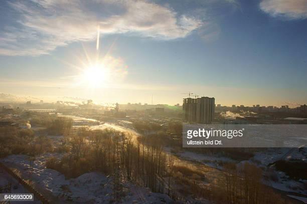 Russland Südural Tscheljabinsk Wolke nach dem Niedergang und der Explosion in der Luft eines Meteoriten etwa 1 Stunde nach dem Ereignis Panoramabild...