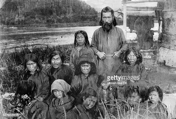 Russland Sibirien Sachalin Ureinwohner von SüdSachalinAinu Familie1902