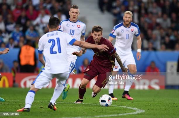 FUSSBALL Russland Slowakei Fedor Smolov gegen Michal Duris Juraj Kucka und Adam Nemec