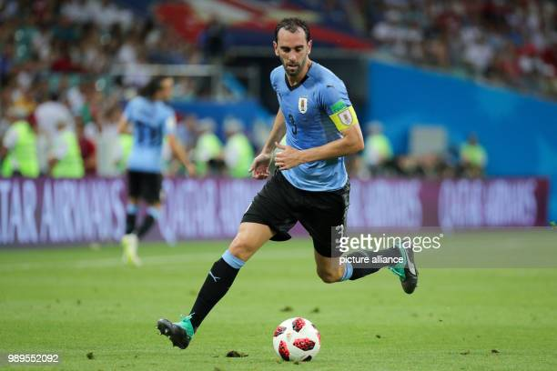 Fußball WM Finalrunde Achtelfinale Uruguay Portugal im SotschiStadion Diego Godin aus Uruguay kontrolliert den Ball Photo Christian Charisius/dpa