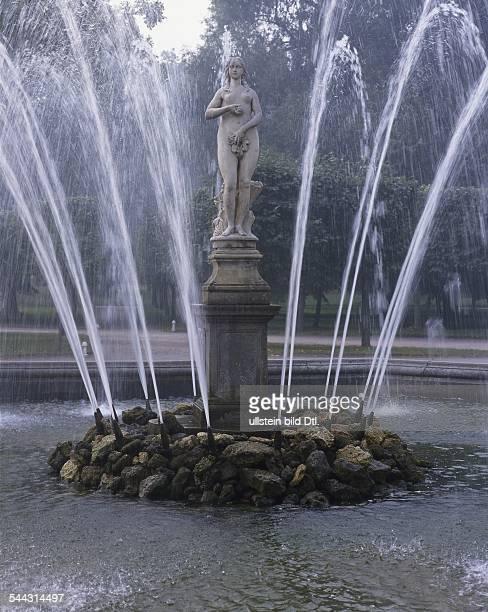 Russland St Petersburg Schloss und Parkanlage Peterhof Fontäne Eva September 2006