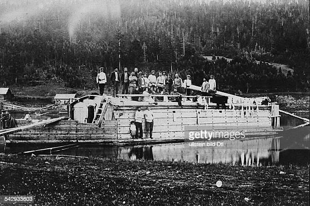 Russland Verbannung / Straflager Sibirien Eine Barke mit Verbannten auf der Lena 1907