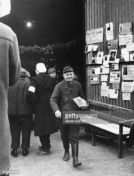 RusslandHeimkehrer im Lager Friedland r Suchmeldungen 1955