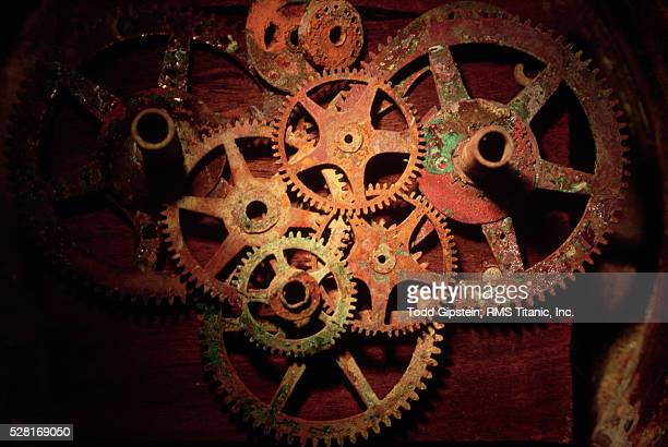 rusted gears from titanic - gipstein stock pictures, royalty-free photos & images