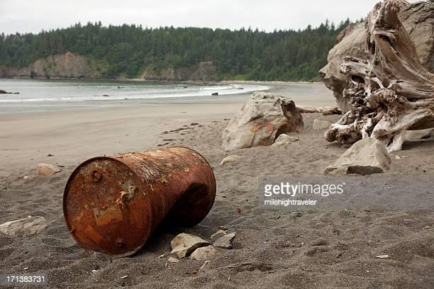 Verrostete Ölfass am Strand Olympic-Nationalpark Washington