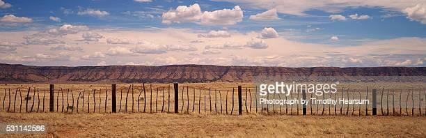 rustic fence in front of an arizona mountain range - timothy hearsum fotografías e imágenes de stock