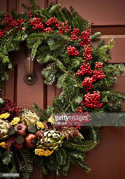 rustic holiday wreath - wreath stock pictures, royalty-free photos & images