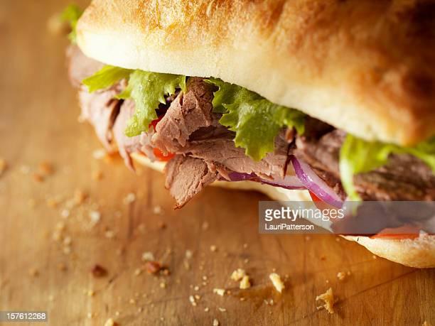 rústico sándwich de carne de res asada - enfoque diferencial fotografías e imágenes de stock