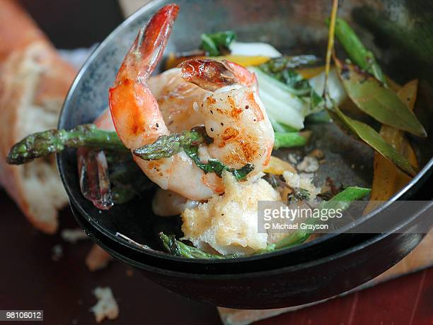 rustic shrimp - shrimp and grits stock photos and pictures