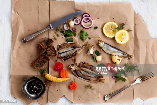 rustic snack with fish and mixed pickles - carolafink fotografías e imágenes de stock