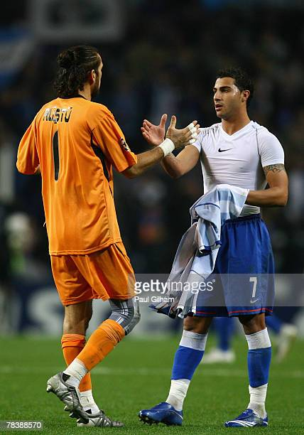 Rustu Recber of Besiktas shakes hands with Ricardo Quaresma of Porto during the UEFA Champions League Group A match between Porto and Besiktas at the...