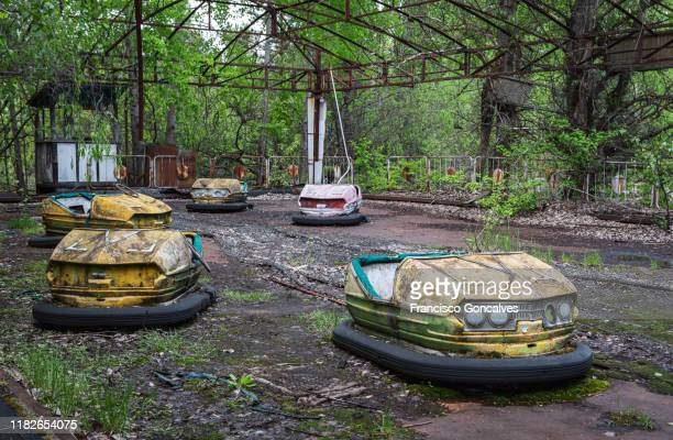 rusty bumper cars in the abandoned amusement park of pripyat ghost city - chernobyl stock pictures, royalty-free photos & images