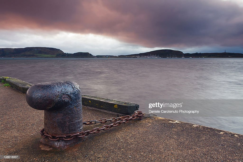 Rusty metal mooring bollard : Stock Photo