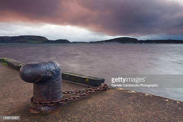 rusty metal mooring bollard - daniele carotenuto stock pictures, royalty-free photos & images