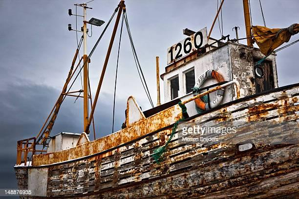 rusty old boat at reykjavik harbour. - merten snijders stockfoto's en -beelden