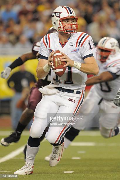 Rusty Smith of the Florida Atlantic University Owls looks to pass against the Central Michigan Chippewas during the 2008 Motor City Bowl at Ford...