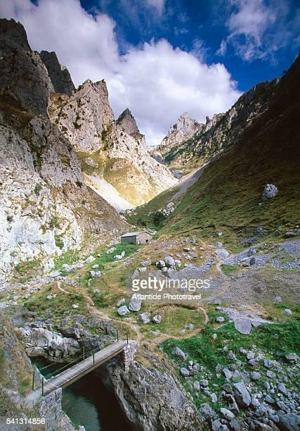 Ruta del Rio Cares Trail and Mountains
