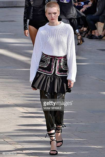 Ruth Bell walks the runway during the Isabel Marant Ready to Wear show as part of the Paris Fashion Week Womenswear Spring/Summer 2016 on October 2...