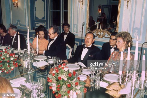 Ruth Brandt, ein Dolmetscher, der japanische Ministerpräsident Kakuei Tanaka, Bundeskanzler Willy Brandt und Tanakas Tochter Makiko bei einem...
