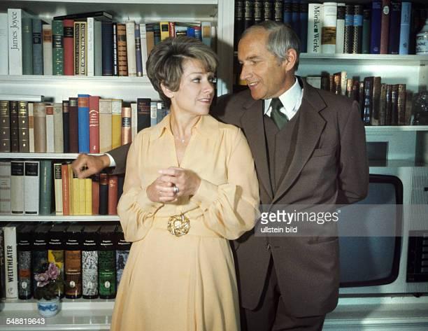 Ruth Leuwerik Schauspielerin mit Ehemann und Augenarzt Dr Heinz Purper um 1978