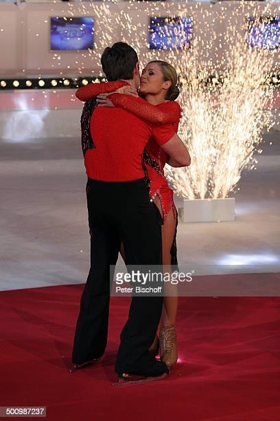 """Ruth Moschner, Eislauf-Partner Carl Briggs , Finale RTL-Show """"Dancing on Ice"""", Köln, Deutschland, , P.-Nr. 1790/2006, Gewinner, Jubel, Freude,..."""